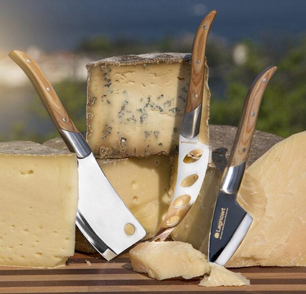Coltelli formaggio legno chiaro